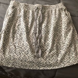 Loft pull on skirt size m NWT